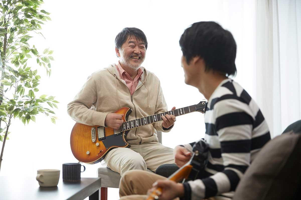 60歳以上入会無料!ギター演奏イメージ