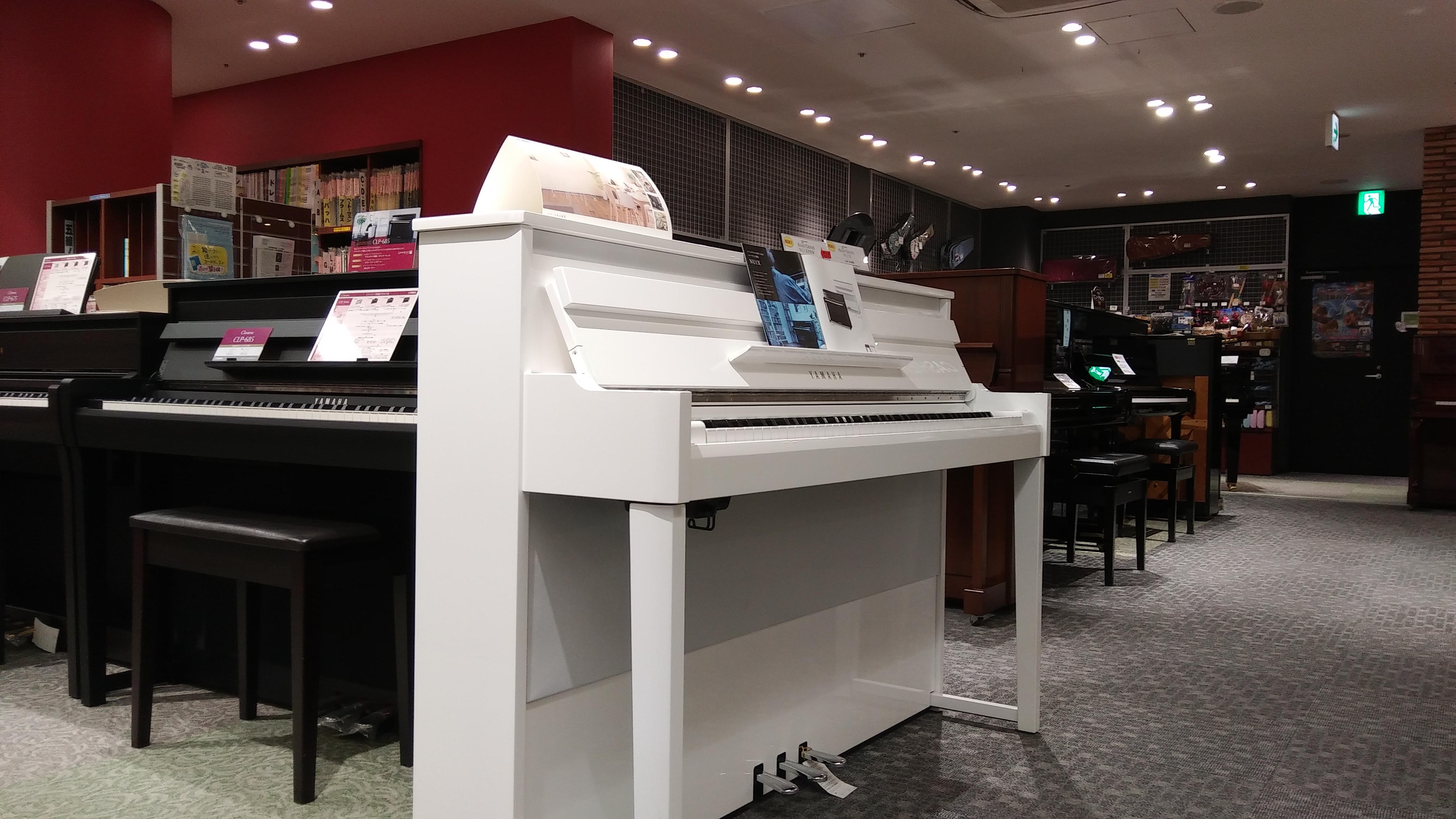 楽譜も豊富なミュージックショップ、駅至近!